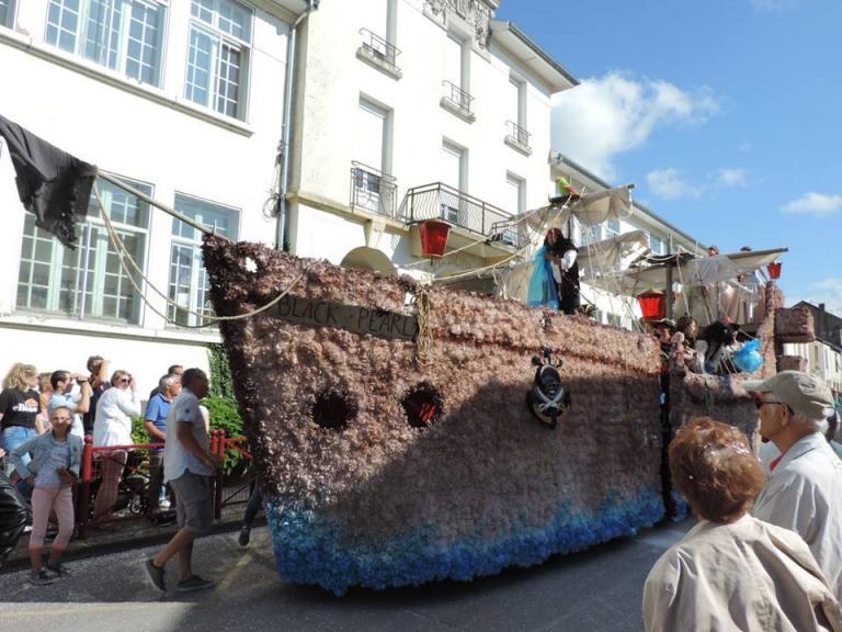35 - Nogent (Pirates des Caraïbes) Char des reines